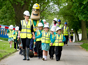 Children with Ivor Goodsite